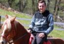 Adi živi svoje snove, a njegov konjički klub privlači ljubitelje jahanja i prirode