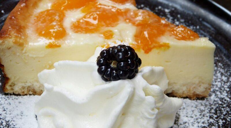 Ukusno / Cheesecake sa kajsijama, medom i jogurtom: Slastica u kojoj ćete uživati